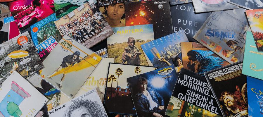 Una carrellata di LP sparsi di grandi artisti della musica moderna e contemporanea