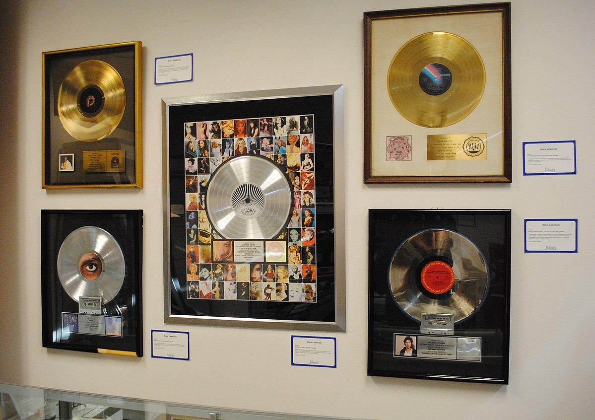 I dischi di Platino di grandi artisti, tra cui quelli di Bruce Springsteen e Prince